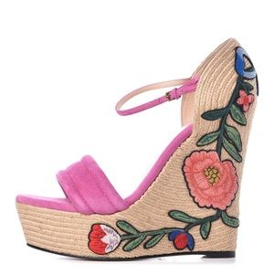GUCCI PINK embroidered floral suede wedges